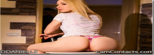 Gorgeous blonde with amazing big round butt