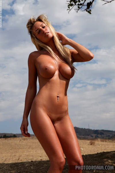 stunning big tits tanned nude babe